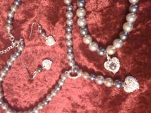 Sweet Pearlesque jewelry 3 piece set in Fort Polk, Louisiana